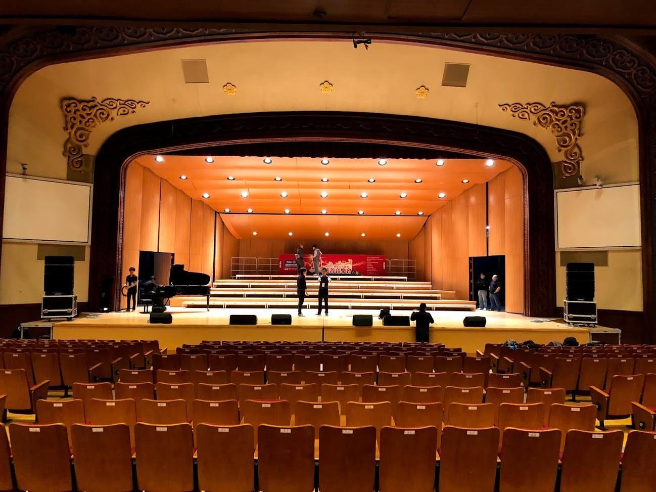 台北市中山堂中正廳1100座席的音響擴聲系統,主揚聲系統採用Bose ShowMatch線陣列系統